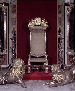 Quand versailles tait meubl d 39 argent for Les lions du meuble