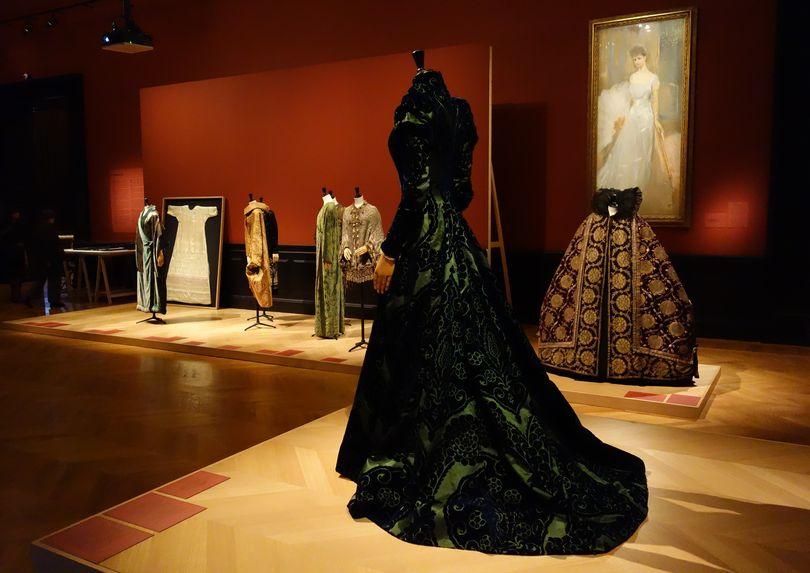449eabe9d07 LA MODE RETROUVÉE Les robes trésors de la comtesse Greffulhe